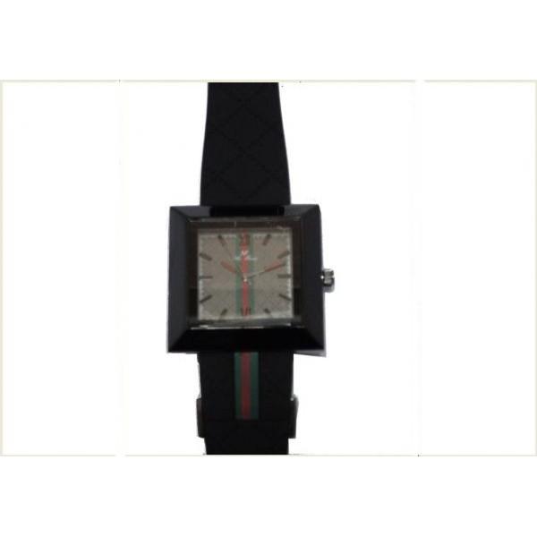 ساعة ماركة نيوفاندي